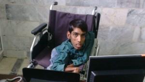 عباس زایری معلول نخبه هرمزگانی: به داشته هایم فکر می کنم پس خوشبختم